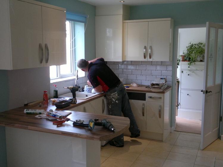 Eurokitchens 100 feedback kitchen fitter bathroom for Bathrooms b q installation
