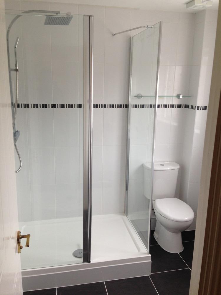 Flytte 100 feedback bathroom fitter kitchen fitter for Bathroom refitters