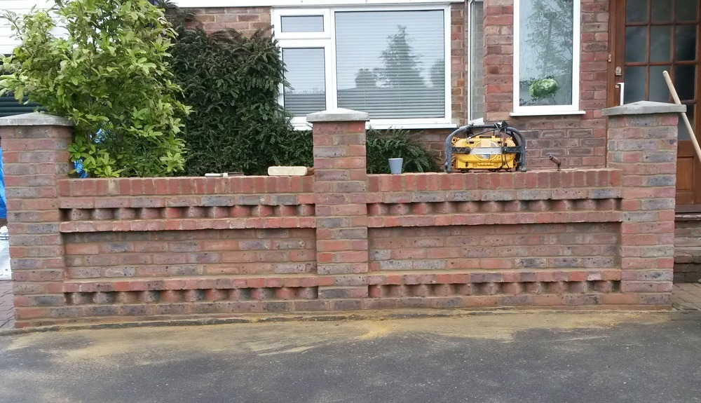 John power brickwork 100 feedback bricklayer in swanley for Designs for brick garden walls