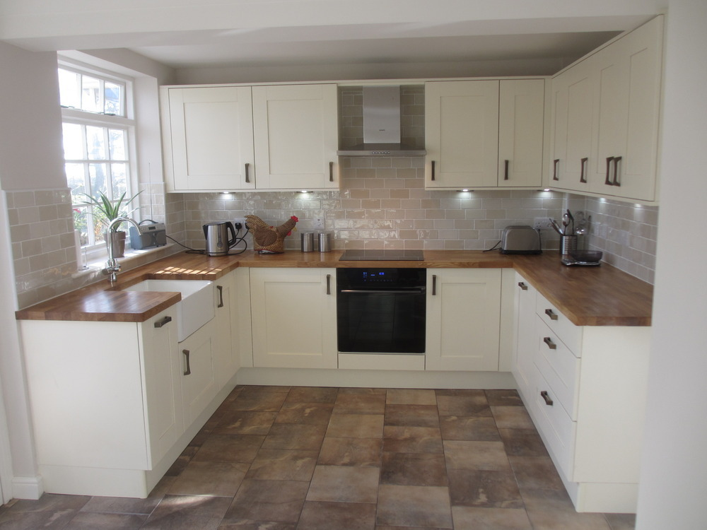 Alvechurch kitchens bathrooms 100 feedback kitchen for Oak effect kitchen wall units