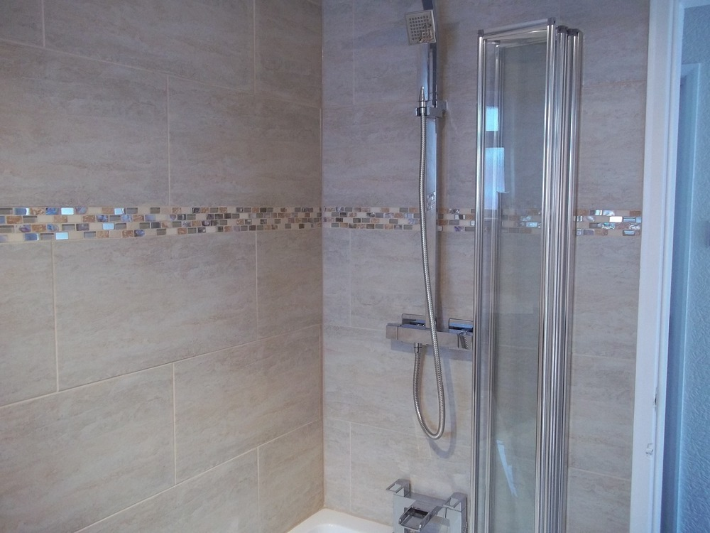 Tileright 100 feedback tiler handyman in consett for Glass tile border bathroom ideas