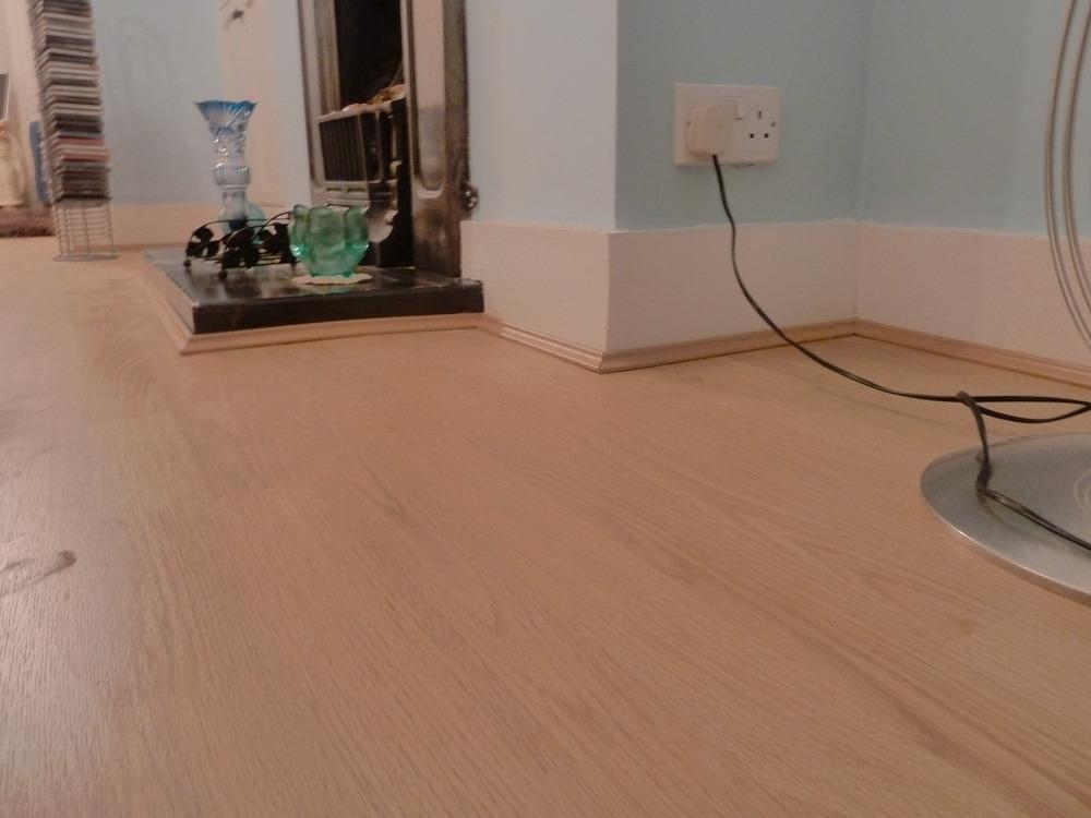 Laminate flooring laminate flooring done deal for Laminate flooring deals