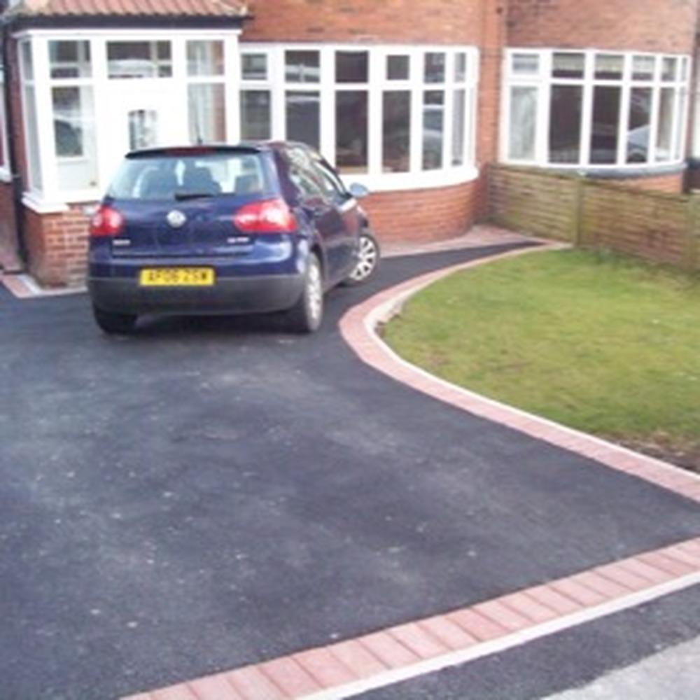tarmacing driveway