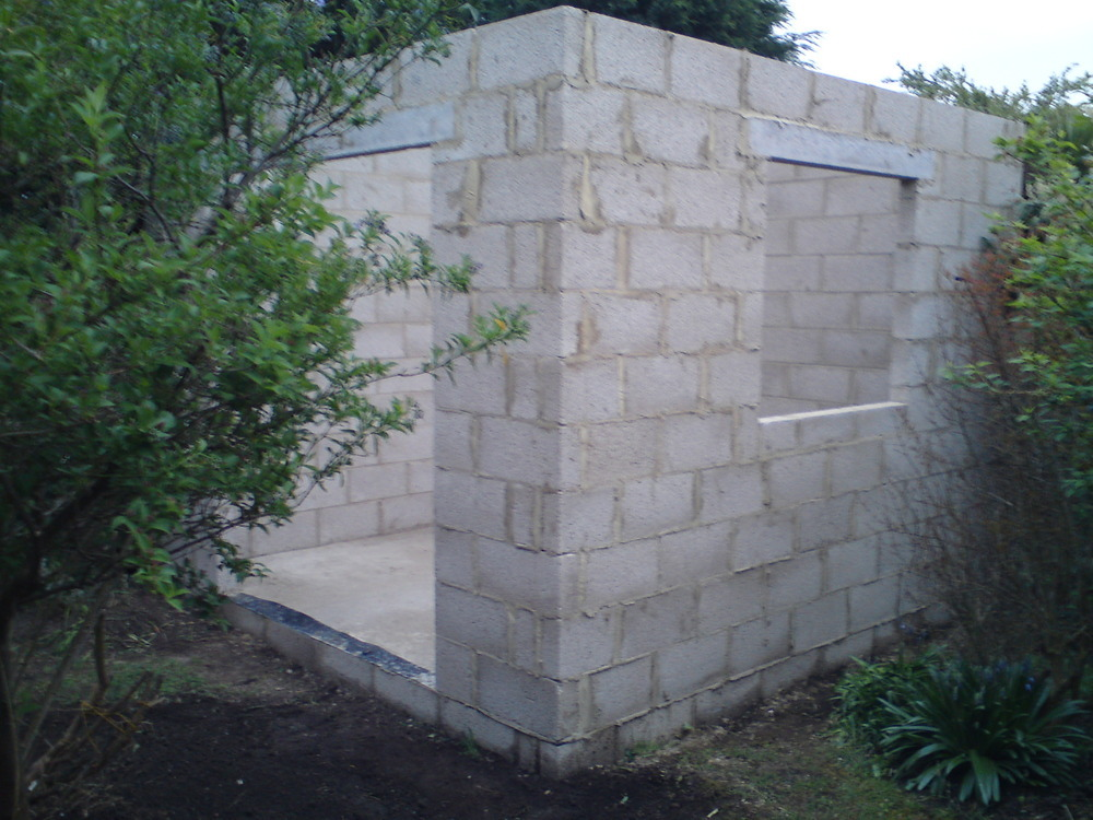 Next building a block shed diy un for Cinder block house construction