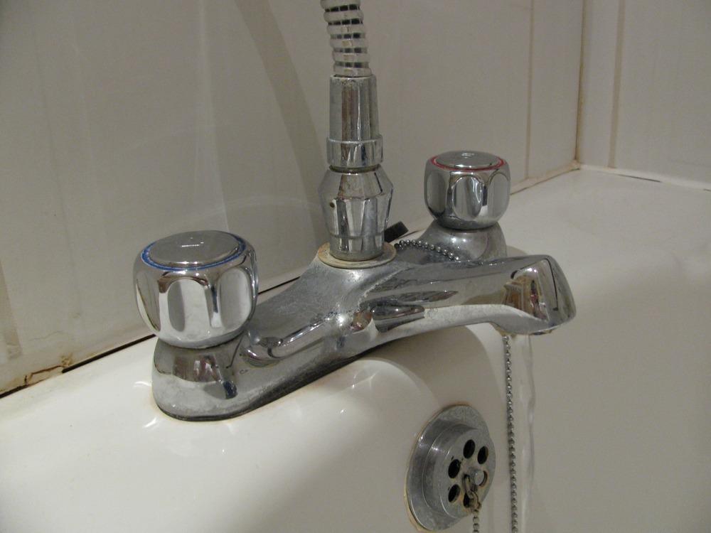 Fix Bath Shower Mixer Tap Plumbing Job In Canary Wharf
