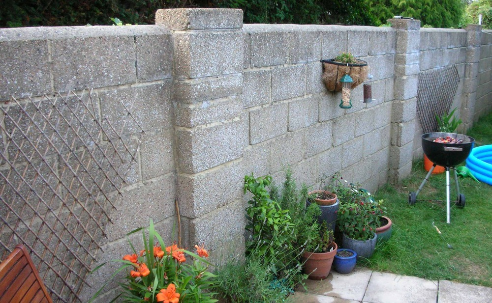 how to build a garden wall with pillars