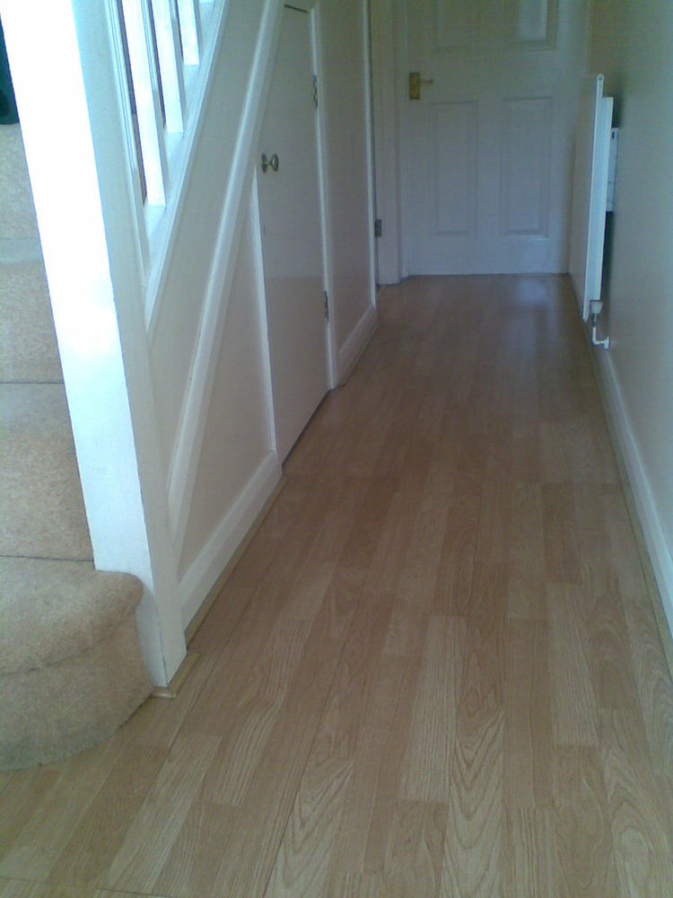 Laminate flooring painting skirting boards laminate flooring for Hardwood skirting