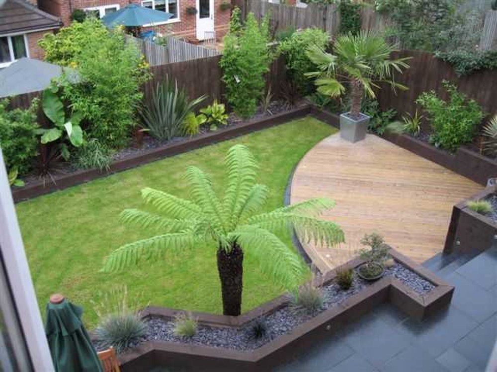 Small garden makeover new fences paving sleepers for Small garden landscape