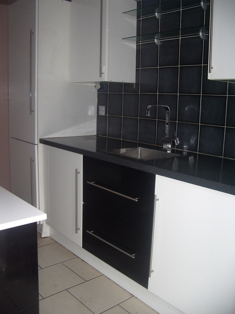 fully fitted kitchen incl wall floor tiling photo 39 s near