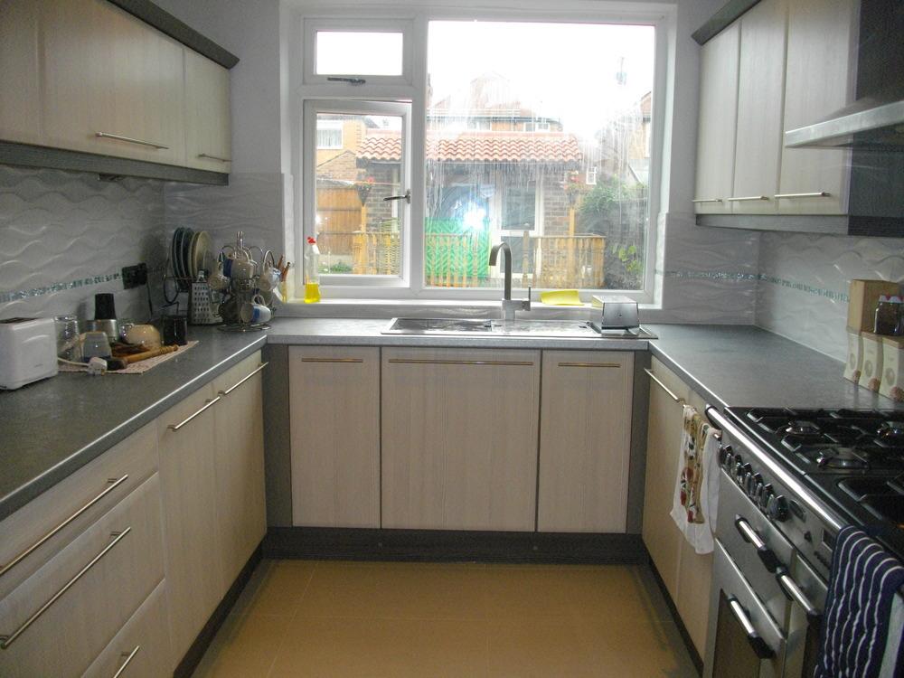 Drew design 100 feedback kitchen fitter tiler in nottingham for Bespoke kitchen design nottingham