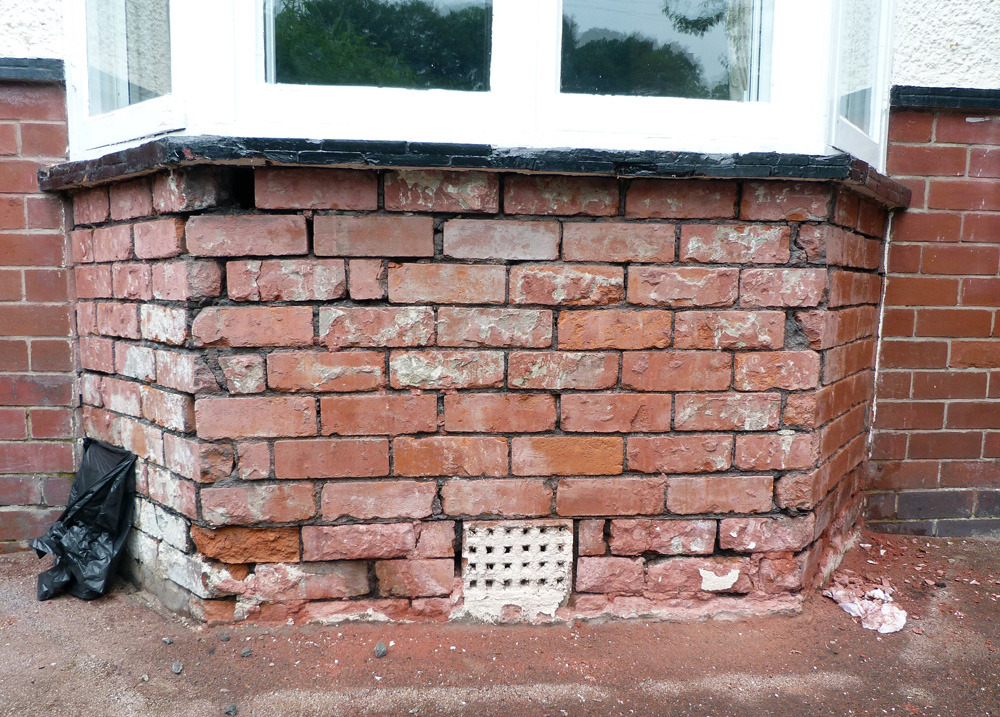 Repointing Amp Brick Replacement Of Wall Under Bay Window