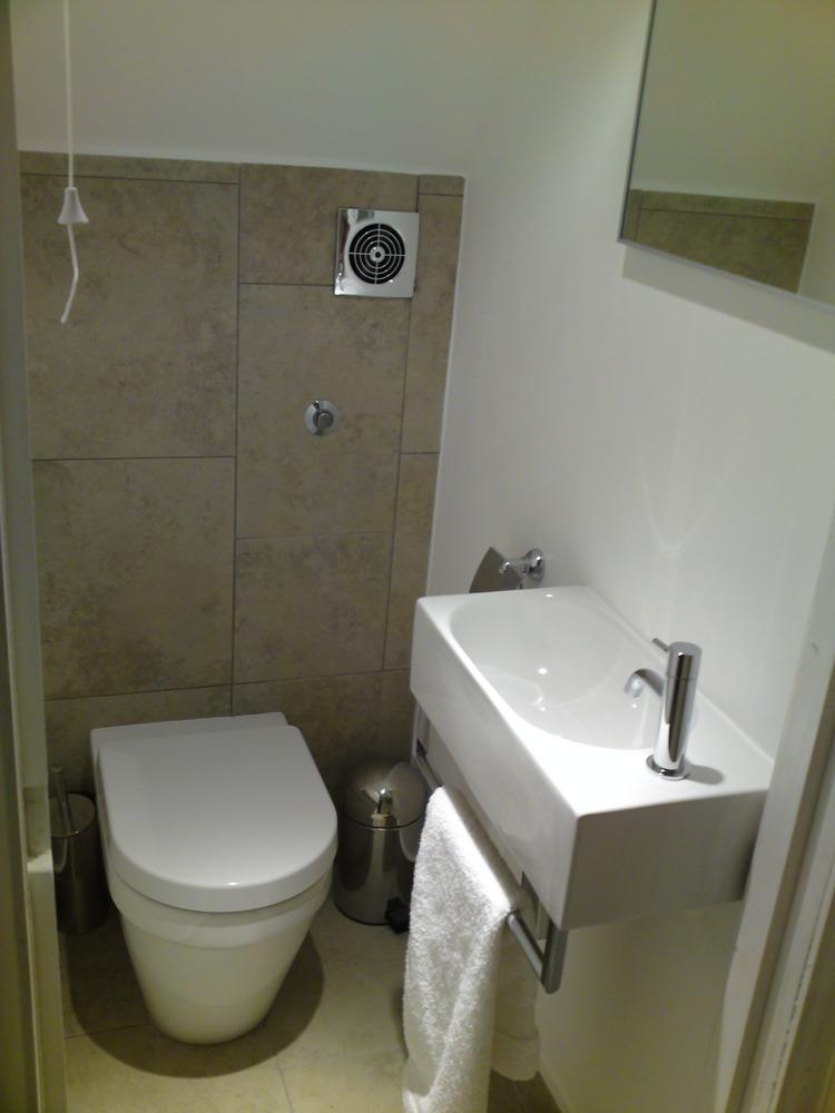 Bath under stairs bathroom pinterest under stairs for Bathroom under stairs