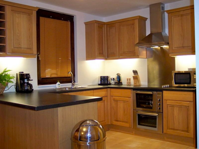 Perfect homes 100 feedback bathroom fitter kitchen for Oak fitted kitchen