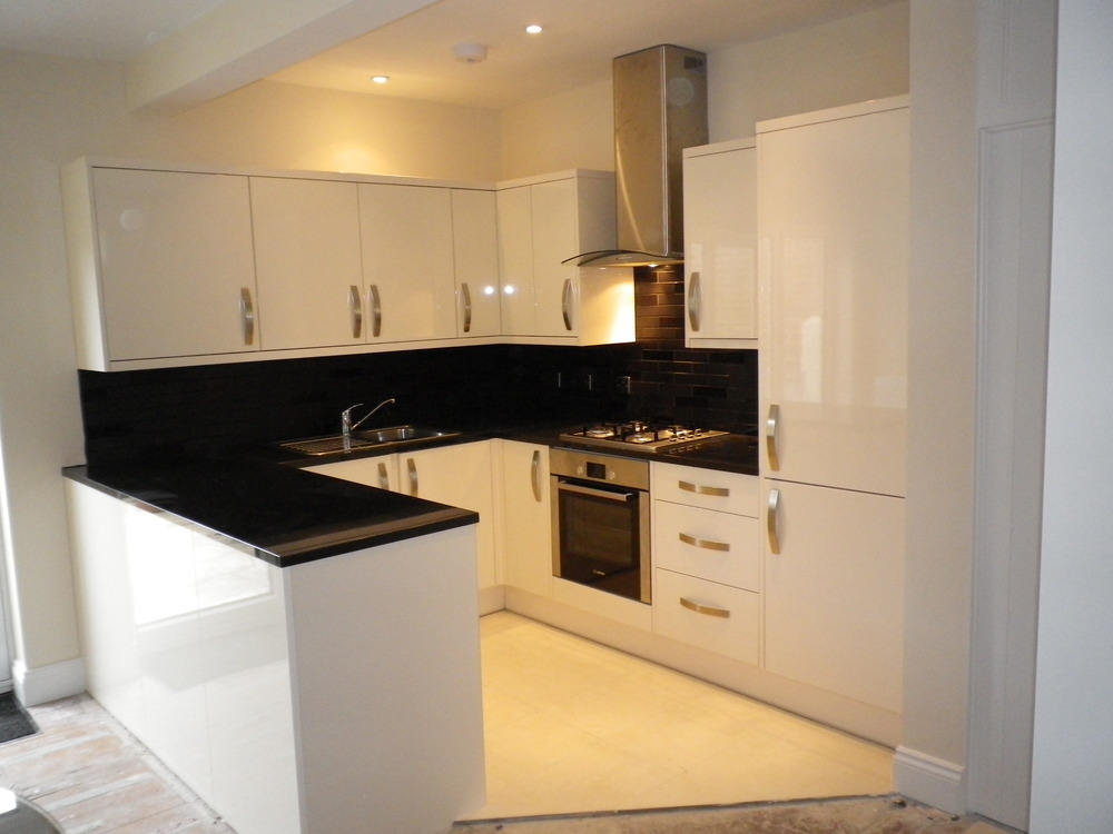 Pads 100 feedback bathroom fitter kitchen fitter for Open plan kitchen ideas for small spaces