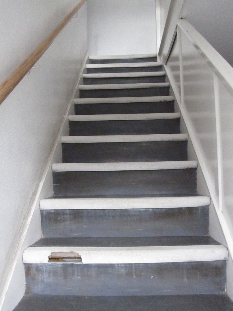 Fitting 19sq M Karndean Flooring In Hallway Stairs