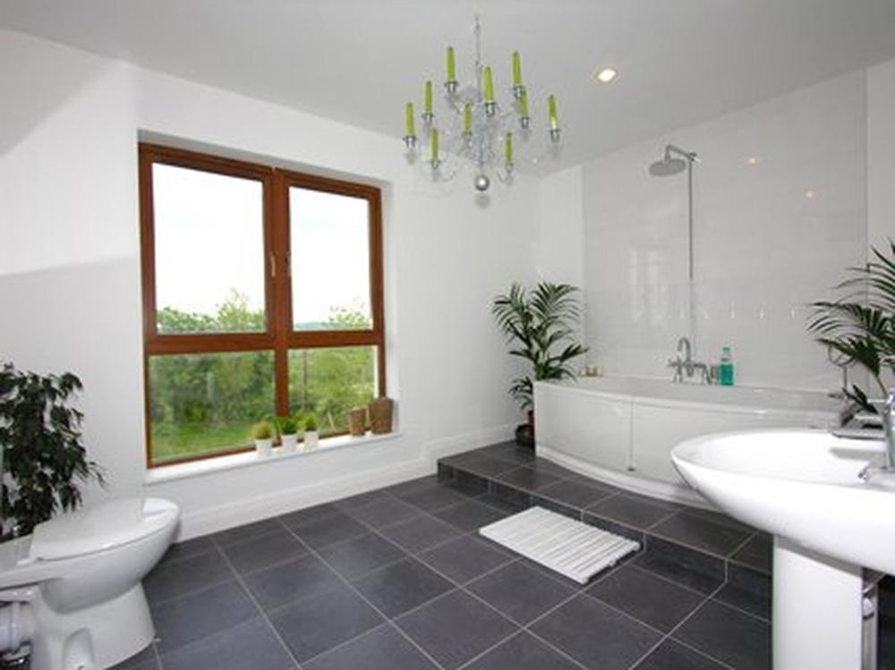 Aztec Tradesmen 100 Feedback Bathroom Fitter Roofer