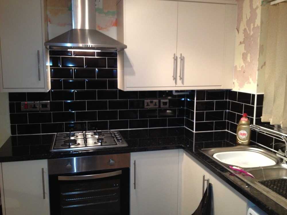 Brick Tile Walls High Gloss Kitchen Units